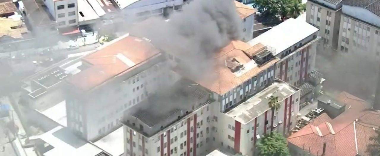 Pacientes relatam choro, correria e tensão em hospital que pegou fogo no Rio
