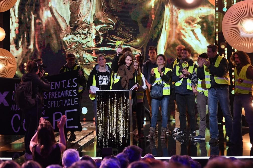 Organizadores deram a palavra aos manifestantes 'coletes amarelos' durante o festival Molières, na França — Foto: Alain Jocard/AFP