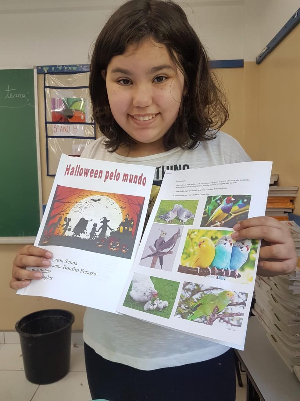 Giovanna foi acolhida pelos colegas e professores, mas ainda não tem uma professora assistente na nova escola — Foto: Arquivo pessoal