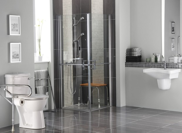 Bathroom for people with disabilities in modern setting (Foto: Getty Images/iStockphoto)