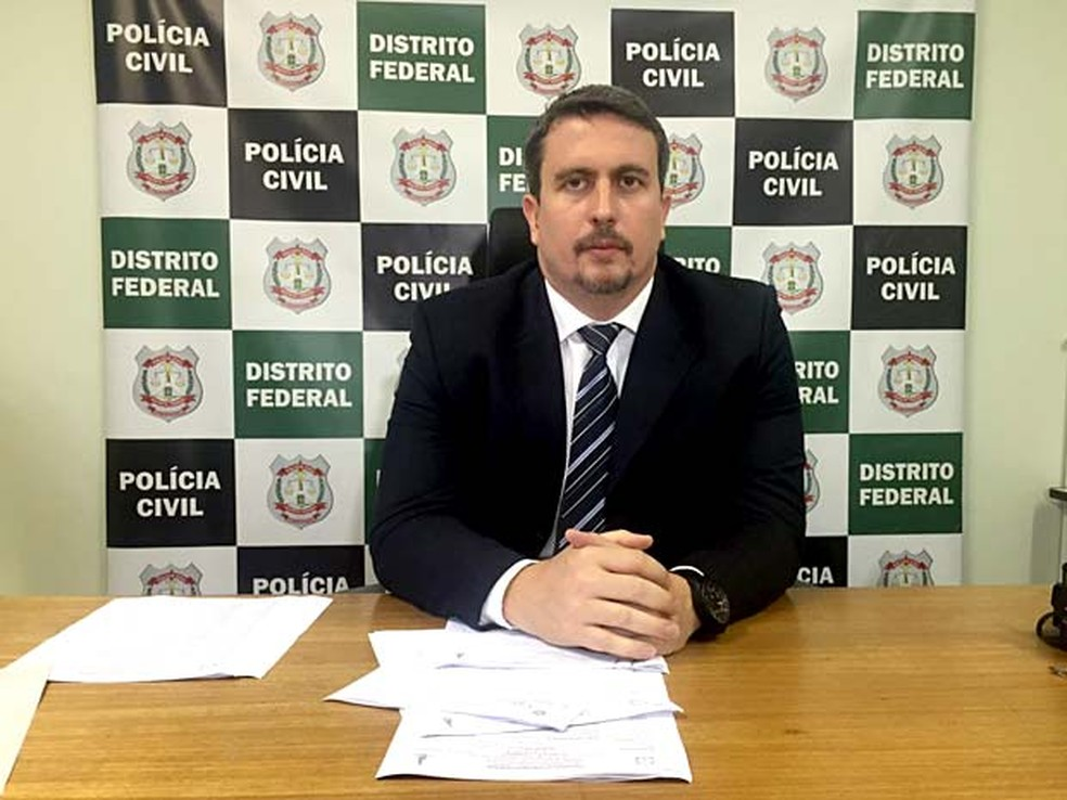O delegado-chefe da 27ª DP, no Recanto das Emas, Pablo Aguiar — Foto: Alexandre Bastos/G1