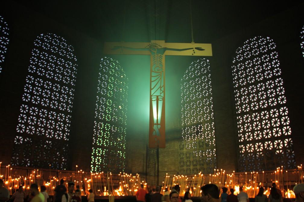 Sala das velas é um dos pontos mais visitados do Santuário (Foto: Carlos Santos/G1)