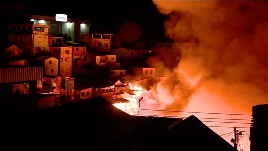 Incêndio de grandes proporções atinge 600 casas em Manaus