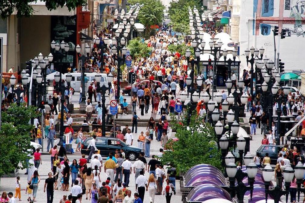 Curitiba foi a primeira cidade do país a implantar um calçadão na região central, em 1972 — Foto: Arquivo/Prefeitura de Curitiba