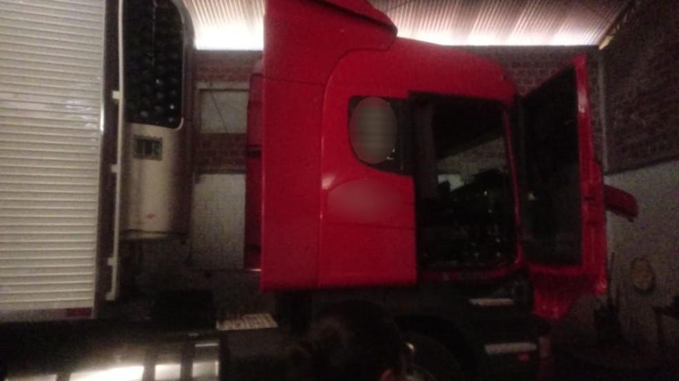 Veículo e carga foram recuperados pela Polícia Militar — Foto: Polícia Militar