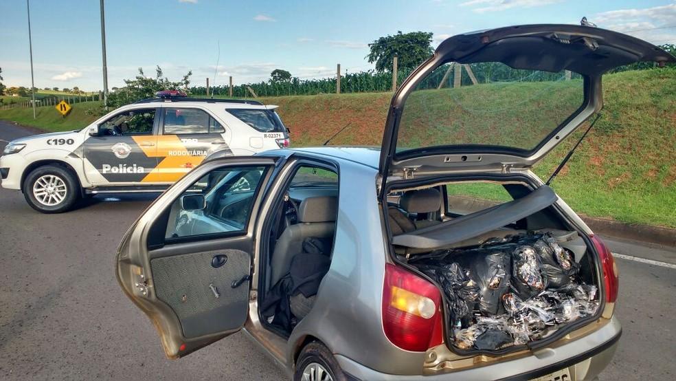 Produtos foram achados em veículo sem nota fiscal  (Foto: Polícia Rodoviária/Divulgação )