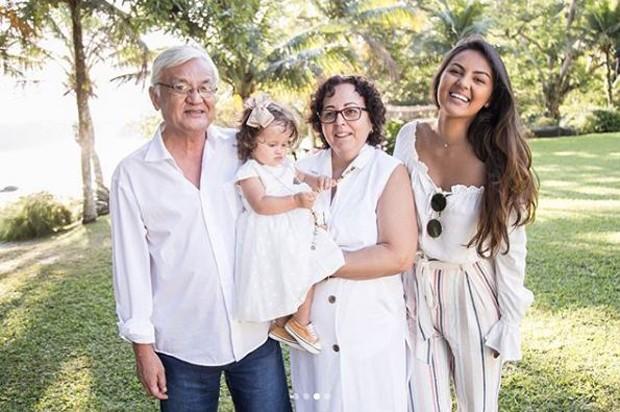 Madalena com os avós e a tia (Foto: Reprodução/Instagram)