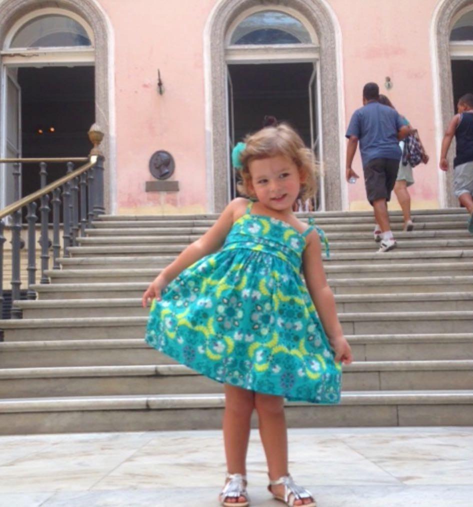 Cecilia, filha de Bianca Castanho, em visita ao museu em 2015 (Foto: Reprodução / Instagram)