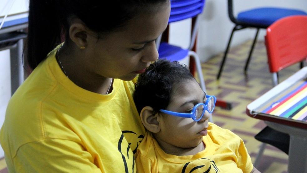 Janine descobriu que teria um filho com microcefalia cerca de uma semana antes do parto; Shayde nasceu com perímetro cefálico de 28cm (Foto: Krystine Carneiro/G1)