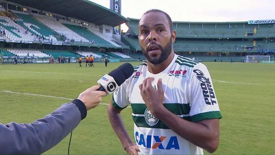 """Alecsandro admite Coritiba devendo futebol: """"Pouco a pouco vamos pagando"""""""