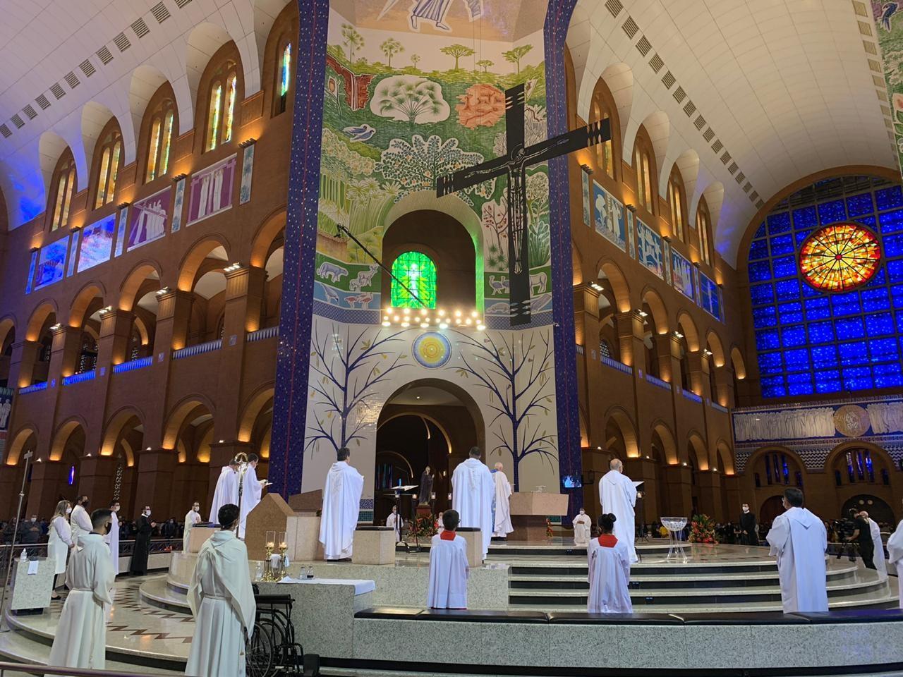 Após quatro meses fechado, Santuário Nacional tem primeiro fim de semana com missas