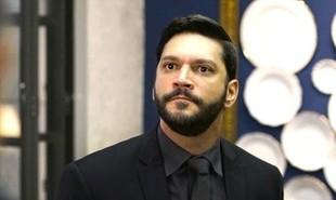 Diogo (Armando Babaioff) será preso depois de invadir a mansão e fazer Nana (Fabiula Nascimento) refém | TV Globo
