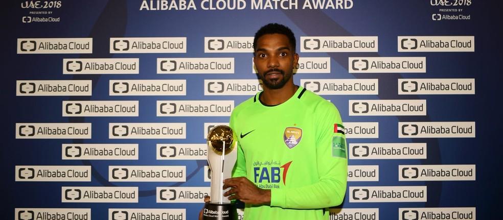 Khalid Eisa ganha o prêmio de melhor da semifinal contra o River Plate — Foto: Divulgação / Fifa