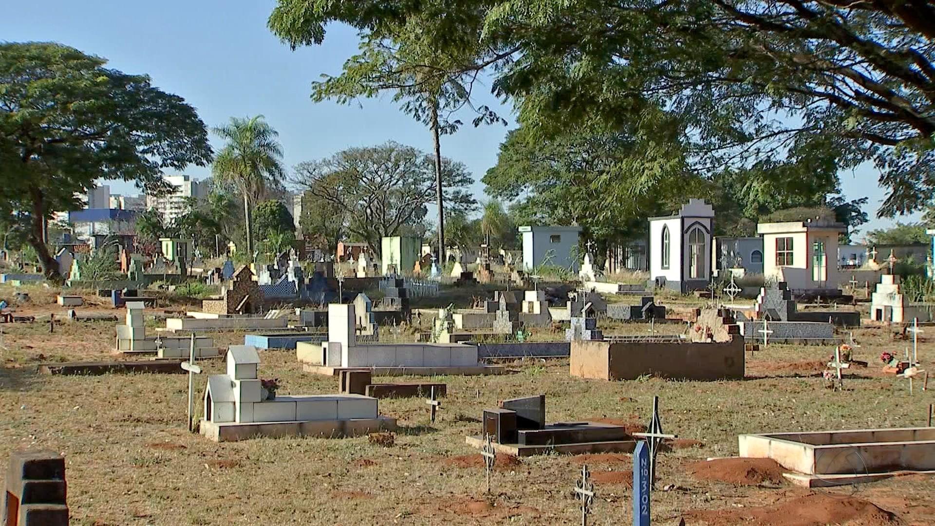 Prefeitura abre 19 vagas temporárias para trabalho em cemitérios de Campo Grande
