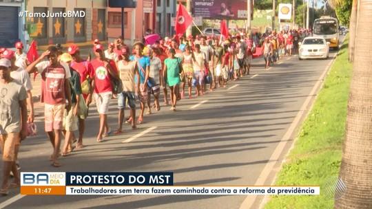 'Abril Vermelho': integrantes do MST protestam em Salvador
