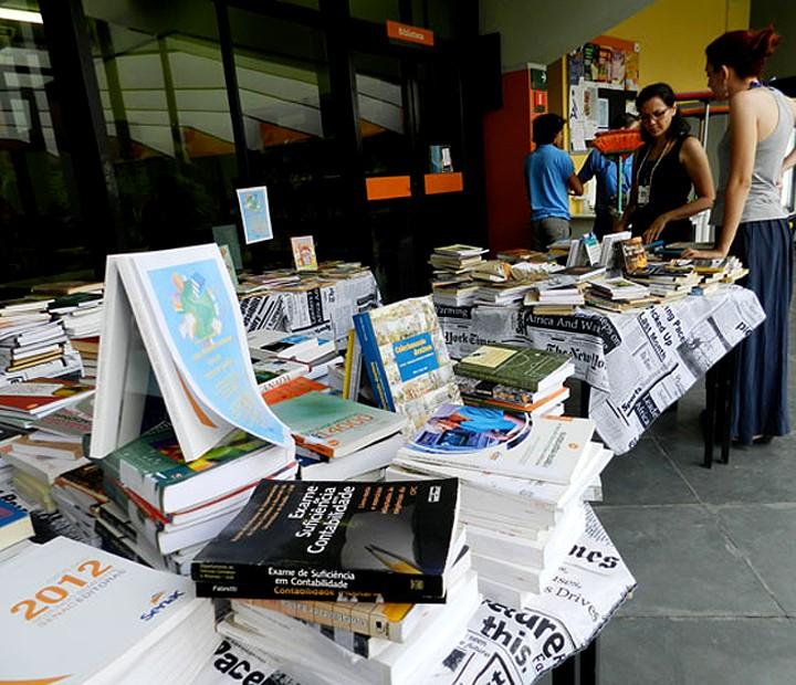 Feira de Troca de Livros acontece em escola municipal em Praia Grande