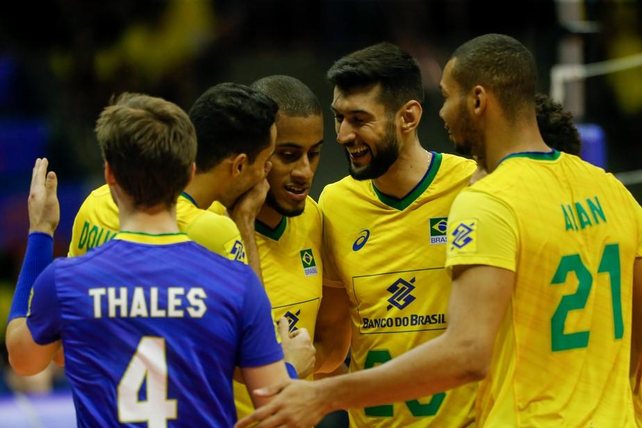 Com campanha quase perfeita, Brasil vai às finais fortalecido após rodízio e ganha opções na Liga