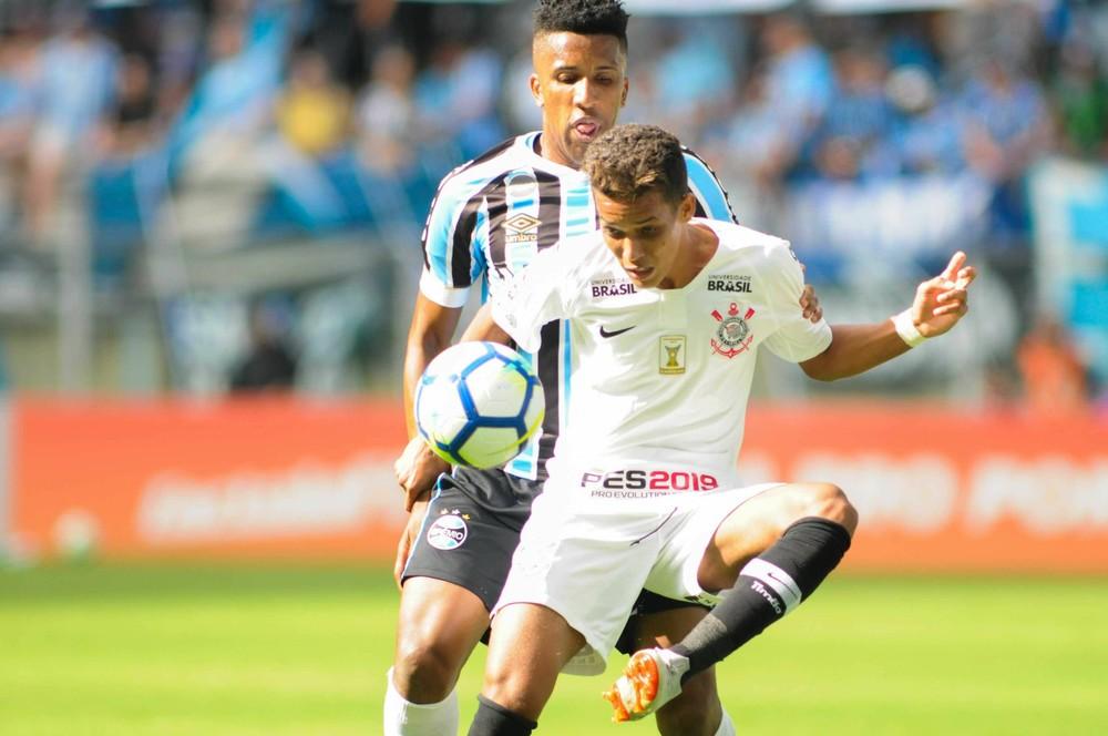 """Diretor do Corinthians diz ter certeza sobre patrocínio máster em 2019: """"Perto de 30 milhões"""""""