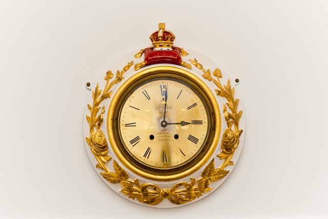Relógios do navio estão parados às 03h01, horário exato em que ele foi desativado em dezembro de 1997 (Foto: Divulgação)