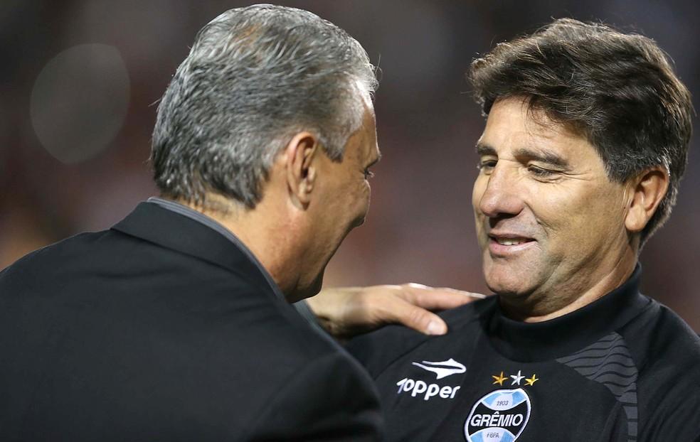 Tite e Renato Gaúcho em jogo entre Corinthians e Grêmio (Foto: Marcos Ribolli / Globoesporte.com)