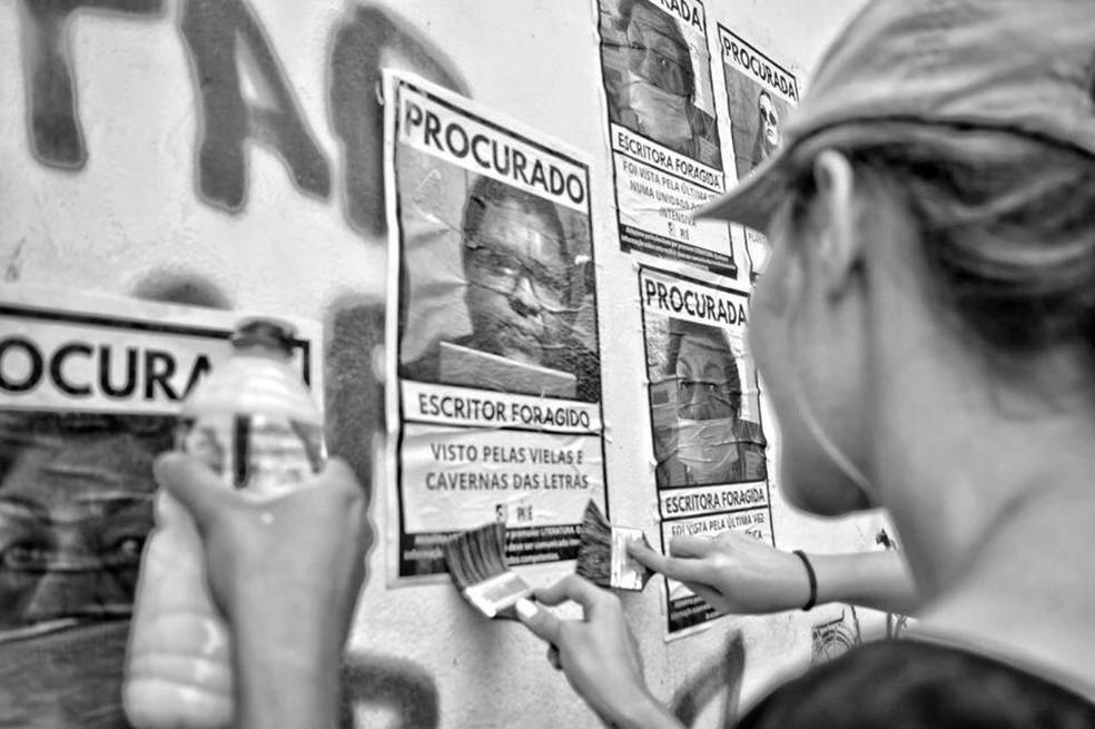 Cartazes trazem rostos de escritores do estado — Foto: Divulgação