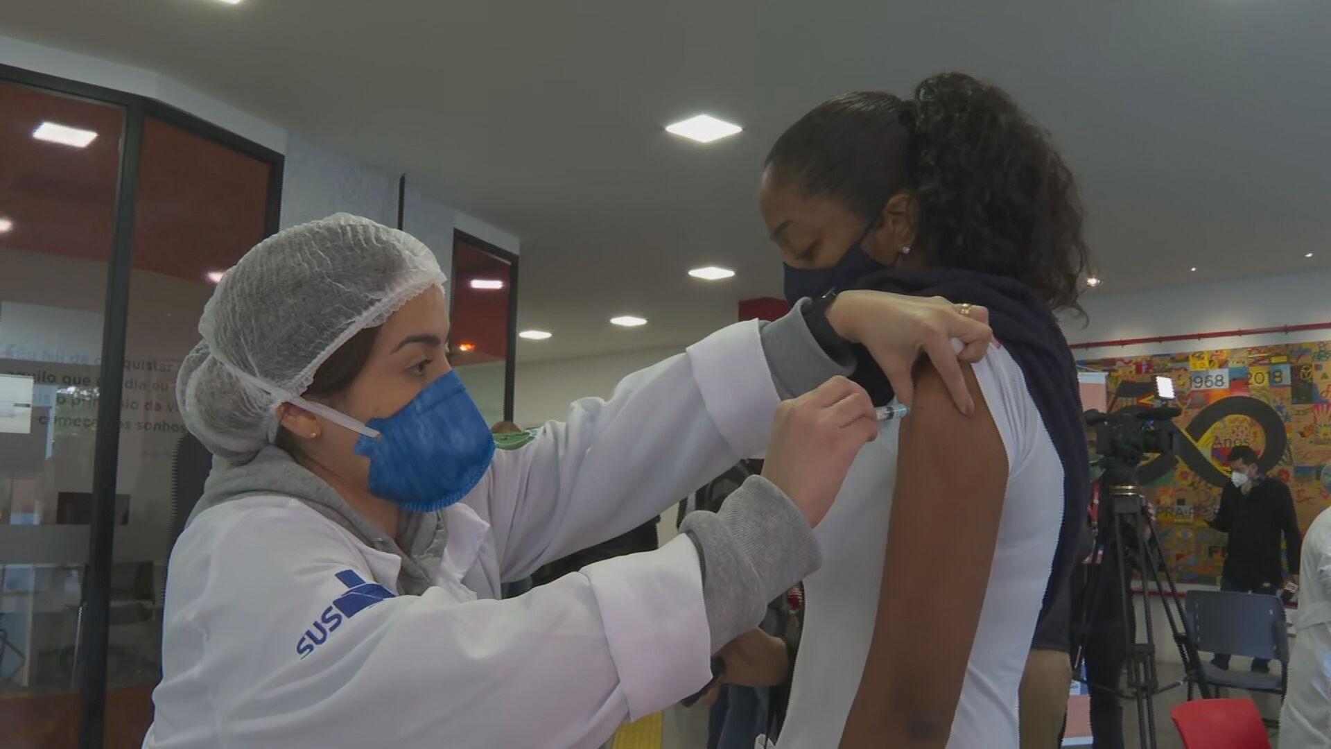 Cidade de SP vacina contra Covid adolescentes a partir de 12 anos nesta sexta; idosos de 85 a 89 anos podem tomar dose de reforço