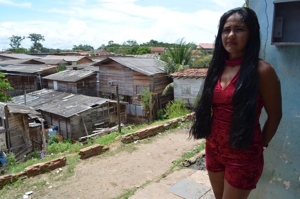 Familia mora de aluguel em uma áera de periferia, no bairro Pedrinhas, Zona Sul (Foto: Jorge Abreu/G1)