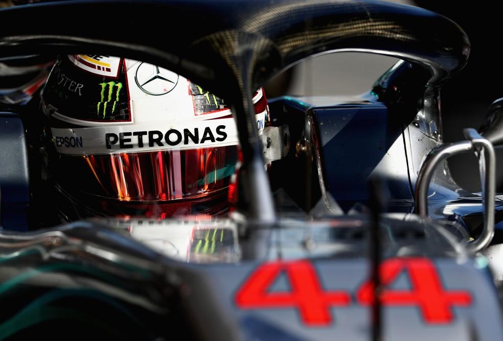Hamilton diz que aprende muito quando visita a sede da Mercedes (Foto: Mark Thompson/Getty Images)