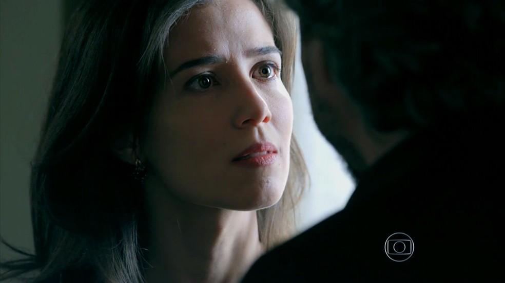 Cora (Marjorie Estiano) interroga José Alfredo (Alexandre Nero) sobre noite no hotel - 'Império' — Foto: Globo