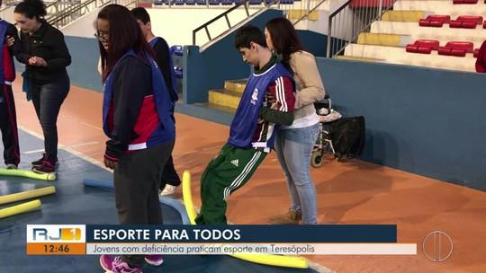 Jovens com deficiência praticam esporte em projeto de Teresópolis