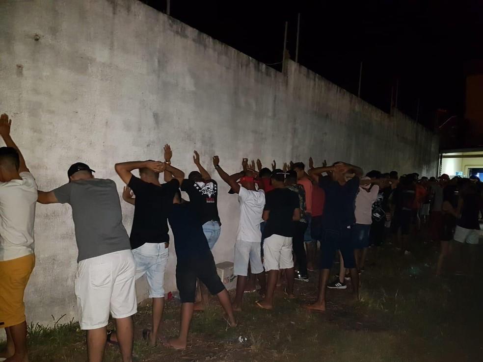 Organizadores da festa clandestina foram levados à delegacia — Foto: Vigilância Sanitária de Santarém/Divulgação
