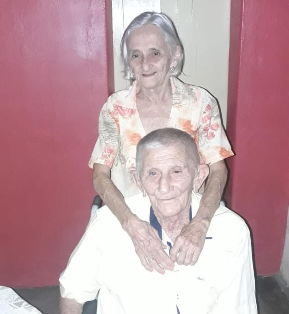 oão Cipriano de Araújo, de 95 anos, e Joana Elisia de Araújo, 86 anos, eram casados há 63 anos — Foto: Arquivo da família