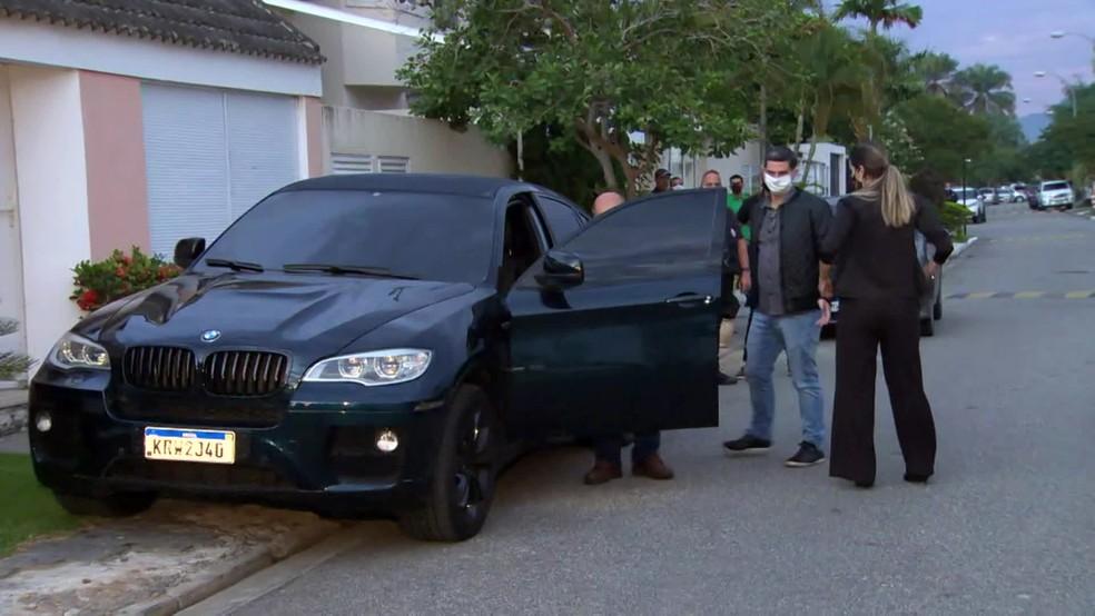BMW apreendida na casa de Suel — Foto: Reprodução/TV Globo