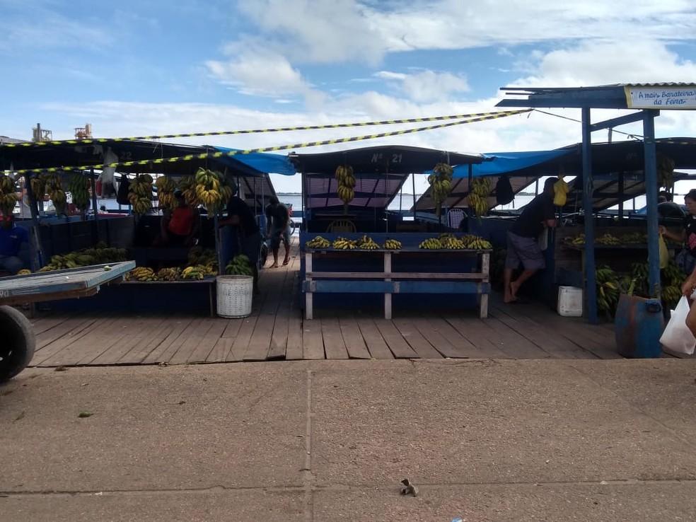 -  Feirantes seguem fazendo suas vendas na Feira do Tablado que está interditada por ordem judicial  Foto: Marilha Maia/Arquivo/G1