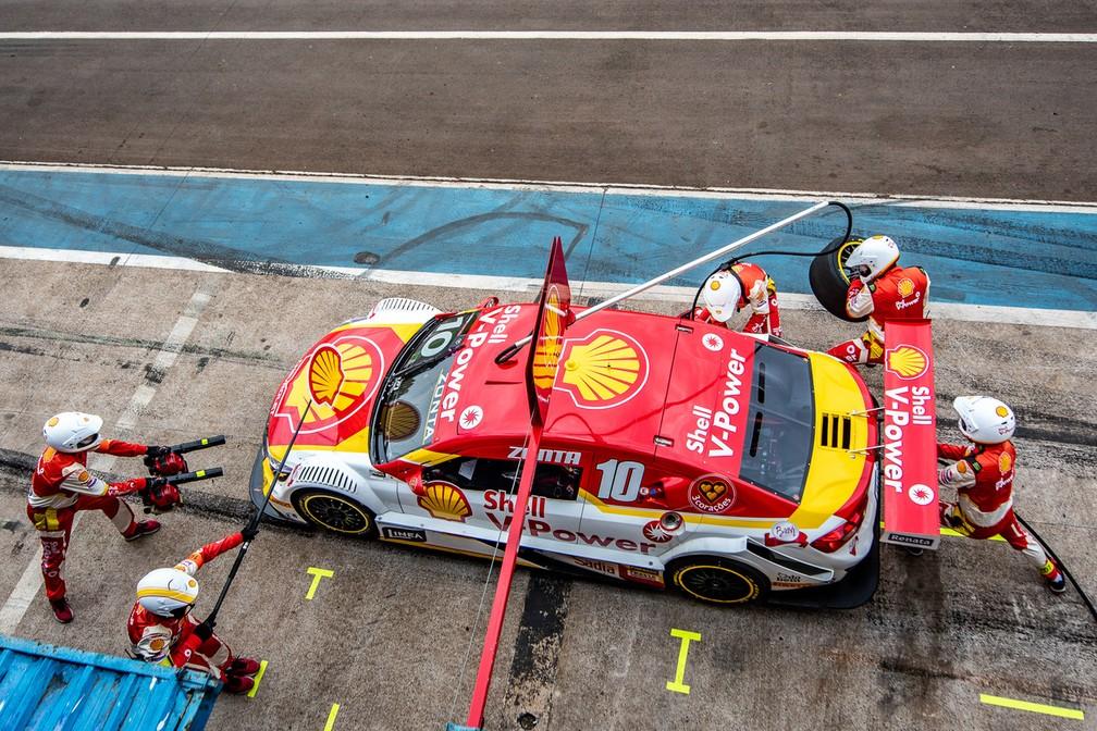 Pit stop do carro de Ricardo Zonta na etapa de Cascavel da Stock Car — Foto: José Mário Dias