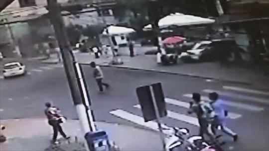 Uma das seis vítimas atropeladas no Centro de Lages segue internada