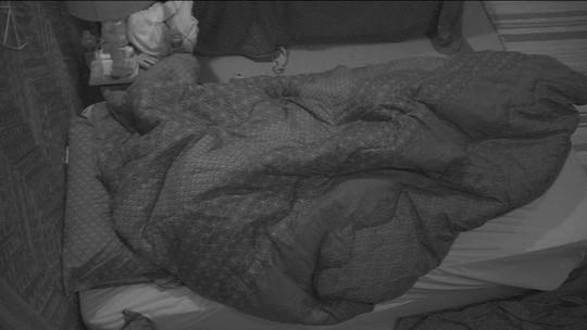Gleici e Wagner se mexem na cama