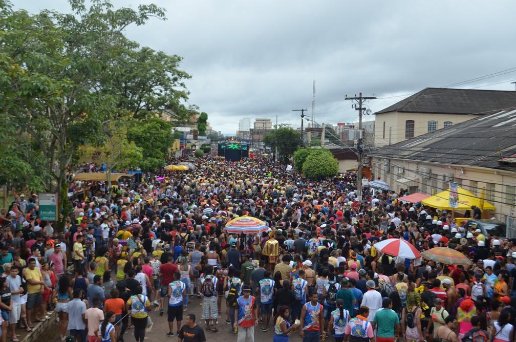 Banda do Vai Quem Quer levou uma multidão às ruas de Porto Velho neste sábado de carnaval  (Foto: Toni Francis/G1)