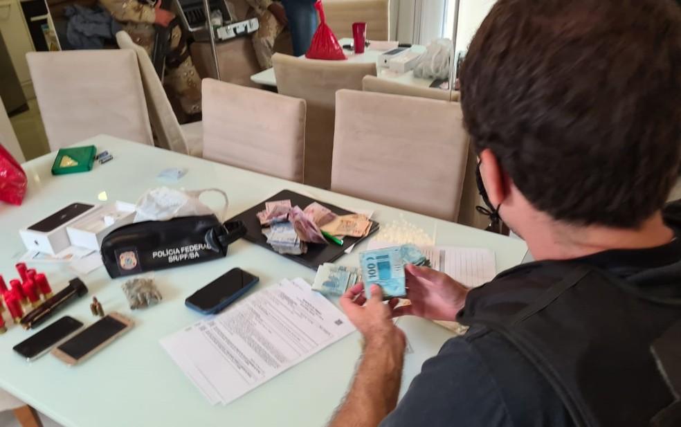 Operação contra grupo especializado no tráfico internacional de drogas cumpre mandados na Bahia e Mato Grosso do Sul — Foto: Divulgação/PF