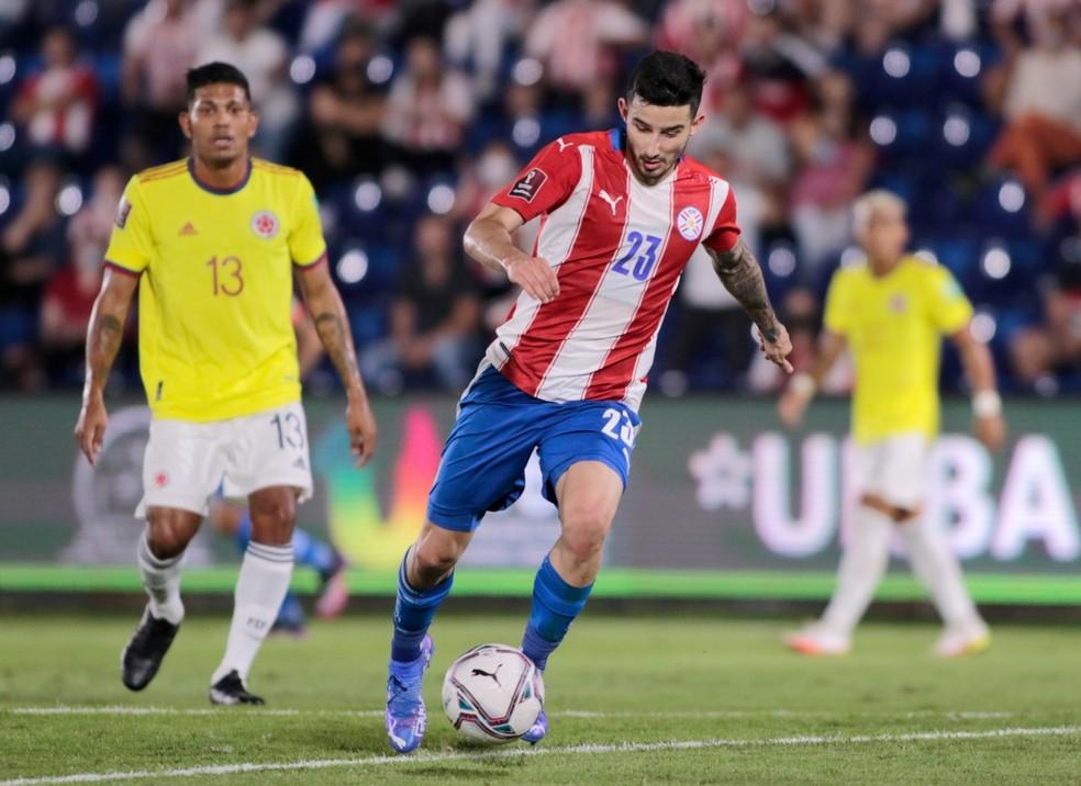 Villasanti em ação pela seleção do Paraguai contra a Colômbia nas Eliminatórias da Copa do Mundo — Foto: Divulgação/Site oficial da Federação de Futebol do Paraguai