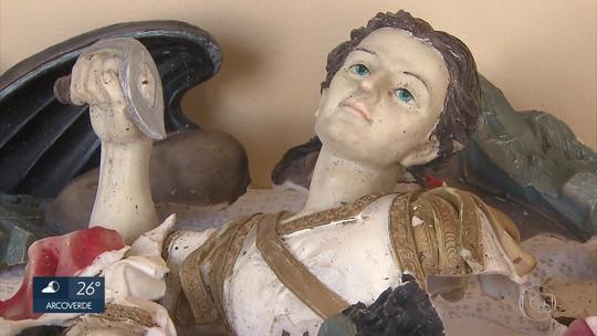 'Ele disse que fez em nome de Deus', diz padre sobre homem que destruiu imagem de santo