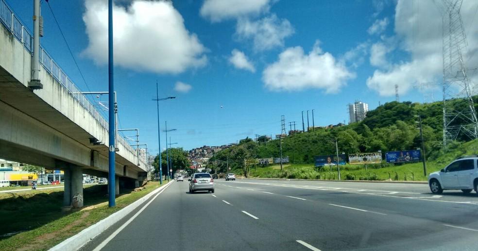 Caso ocorreu em escola localizada na Avenida Bonocô (Foto: Lílian Marques/G1)