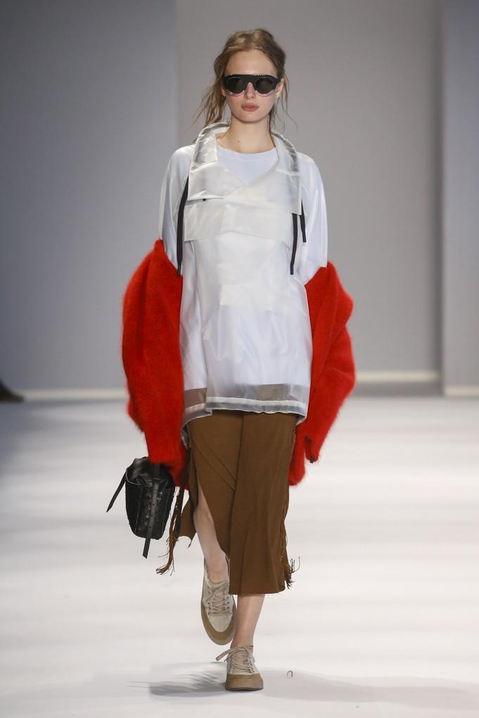 Náilon vitrificado combina com suéter de angorá? Na Osklen, combina! (Foto: Divulgação/Marcio Madeira)