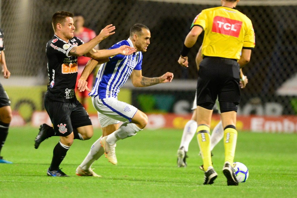 No último jogo na Ressacada, Leão empatou com o Corinthians — Foto: EDUARDO VALENTE/FRAMEPHOTO/ESTADÃO CONTEÚDO