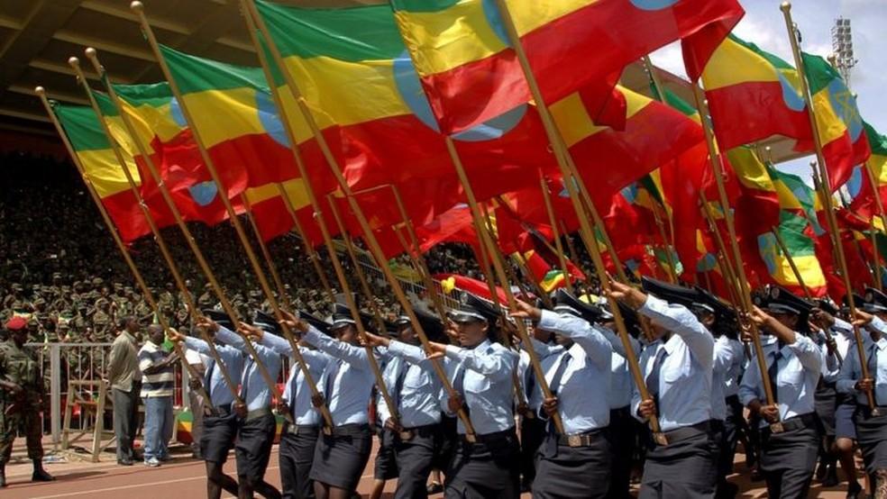 Três principais cores da bandeira etíope representam pan-africanismo; vários países do continente adotaram essas cores em suas bandeiras após conquistarem independência — Foto: Getty Images/BBC