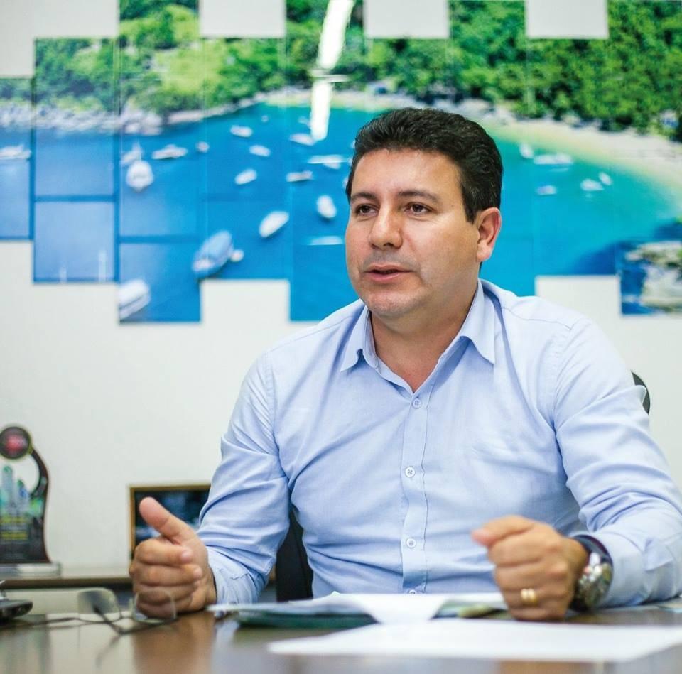 Justiça determina 3º bloqueio de bens de ex-prefeito cassado de Ilhabela por extensão ilegal de contrato