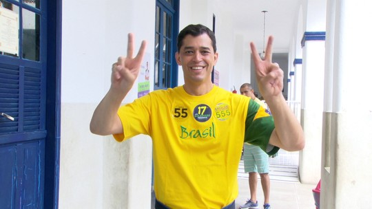Candidato do PSD ao governo do RJ, Indio da Costa, vota no Rio