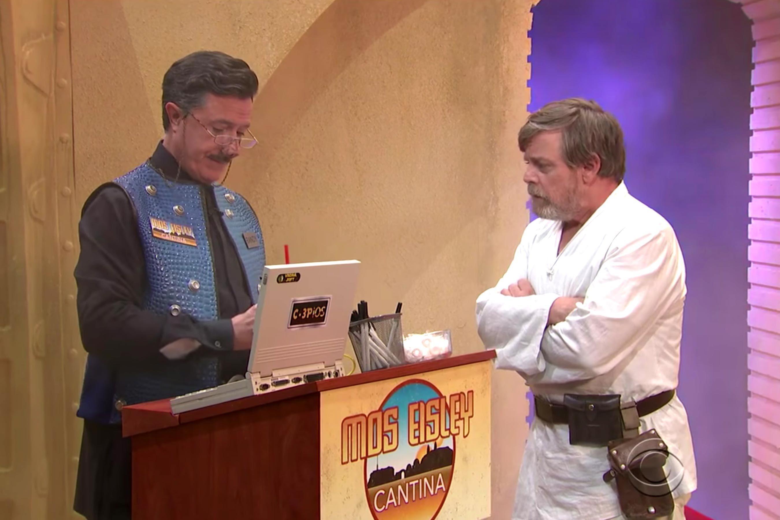 Stephen Colbert recebe Mark Hamill em seu programa (Foto: divulgação)
