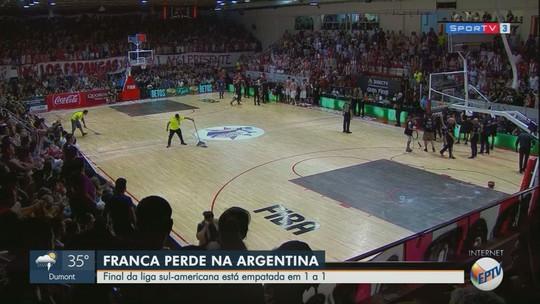 Franca Basquete reclama de quadra molhada na Argentina