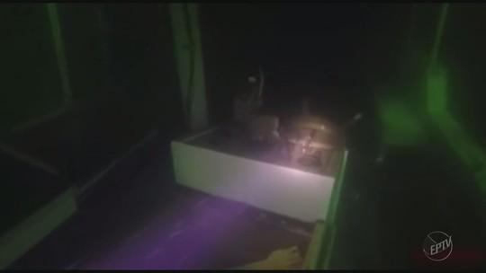 Imagens mostram escuna que afundou no Lago de Furnas em MG a 30 metros de profundidade